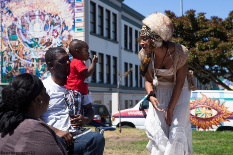 Player Emeritus, Blueberry Starshine, with some audience members at Precita Park, SF - August 2014