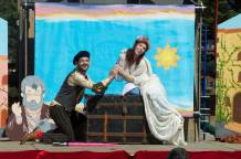 Meekins and Princess Gwen as Romeo and Juliet in Shakespeare or Space Wars (2017)