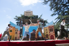 A battle rages on the streets of Verona in Shakespeare or Space Wars. Photo by Serena Morelli. Pictured: Thumper (Joan Howard) and Princess Gwen (Marlene Yarosh) on the Capulet side; Samuel Peaches (Casey Robbins) as Prince Escalus -- stuck in the middle -- and Percival Perkins (Soren Santos) and Meekins (Samuel Bertken) as Montagues. Photo by Serena Morelli.